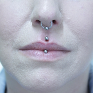 septum jestrum piercing vertical medusa