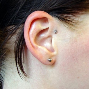 skindiver ohr ear dermal anchor anti helix